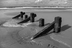 groynes | barmouth (John FotoHouse) Tags: wales water dolan flickr fujifilmx100s fuji johnfotohouse johndolan leedsflickrgroup cymru bw blackandwhite groynes barmouth seaside