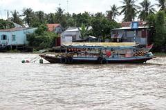 IMG_4438a - Floating Fruit Juice Stand, Ci B, Vietnam (Wayne W G) Tags: cib vietnam asia southeastasia caibe avalon boat boats river rivers mekong