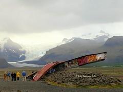 Restos del puente de acero de Gigjukvisl despus de un arrebato y de una inundacin glaciales de icebergs en 1996 . (lameato feliz) Tags: glaciales puente puentegigjukvisl islandia graffitis