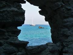 Cornice (Marina Grispo) Tags: sea summer barca mare estate sicily roccia azzurro sicilia eolie scorcio lipari scogli barcaavela
