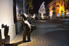 Miś Uszatek i Piotrkowska (malinowy) Tags: bear christmas street xmas eve winter sculpture statue weihnachten nikon teddy strasse poland polska center figure polen nikkor mis zima centrum kerst lodz łódź 1870 pologne pomnik rzeźba miś ulica śródmieście piotrkowska uszatek srodmiescie ldz malinowy d7000 malinowynet