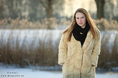 Cold as snow (Reografie) Tags: wood winter girls portrait woman snow cute water girl beauty frozen shoot outdoor sneeuw portret bos beautifull slee steiger waterkant strobist outdoorshoot exellentphotos nibbie reografie sneeuwfoto modelinsneeuw