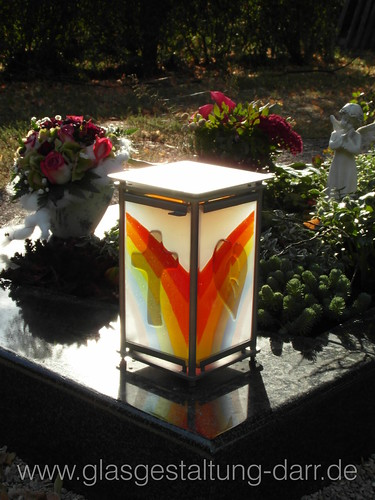 "Grablicht / Votive candle I • <a style=""font-size:0.8em;"" href=""http://www.flickr.com/photos/65488422@N04/8430509003/"" target=""_blank"">View on Flickr</a>"