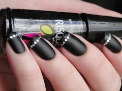 Francesinha Brega (Tati Matheus) Tags: black nail polish preto matte risque fosco esmalte francesinha inglesinha flocado