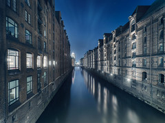 Kibbelsteg Hamburg (benn-oh) Tags: old blue sky night canon eos long exposure raw nightshot nacht 5 district hamburg sigma warehouse hour 7d 1020mm hafen hdr speicherstadt nachtaufnahme hafencity hansestadt langzeitbelichtung blaue stunde