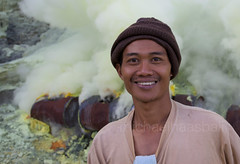 happy kawah ijen (michaelhaas75) Tags: portrait mountain man hot cold face work eyes gesicht smoke natur sulphur mann poison augen sulfur kalt   hardwork nase youngman mund rauch gefhrlich heis volcan vulkan giftig fume  gases    noxious   jungermann soufre gase hartearbeit  kawaijen canonef1740mmf4usml  canoneos5dmark2  volcanoeastjawa travaildur