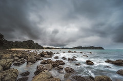 Portent (Nick Twyford) Tags: longexposure sea newzealand seascape clouds sunrise nikon rocks wideangle northisland coromandel eastcoast hahei hotwaterbeach earlymorninglight colourimage leefilters 1024mm d7000 lee06gndhard lee06gndsoft