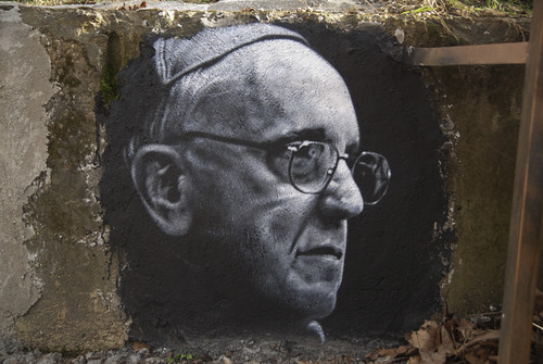 From flickr.com: thierry Ehrmann le 112 me est Jorge Mario Bergoglio (Pope Francis), painted portrait DDC_7823 {MID-250990}