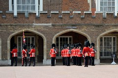 Img279481nx2__conv (veryamateurish) Tags: london army military british guards grenadierguards stjamesspalace footguards householddivision changingtheguard