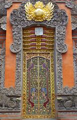 Gate Of Heaven? (TablinumCarlson) Tags: indonesia indonesien bali tr door leica dlux 6 asien asia entry eingang architektur temple tempel venerable ehrwrdig alt old ubud gates heaven himmelspforte