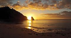Lever de Soleil (nolyaphotographies) Tags: crozon morgat portzic lever soleil mer plage galet sable finistere bretagne nikon sunrise