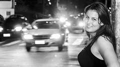 Street Portrait (Roberto Amaral) Tags: street portrait avenida nikon retrato flash modelo noturna carros rua transito piracicaba d90 strobist avenidaindependencia robertoamaral ramaral brbaraburger focus3ideias