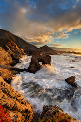 Golden Arch (Willie Huang Photo) Tags: ocean sunset sea seascape landscape coast arch pacific scenic bigsur wideangle garrapata hwy1 seaarch