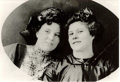 Bess and Laura Nauman