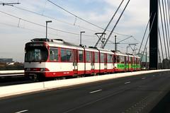 Rheinbahn 3217 [Dusseldorf stadtbahn] (Howard_Pulling) Tags: canon germany deutschland october picture german dusseldorf 2009 rheinbahn 400d