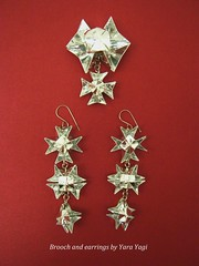 And playing... (Yara Yagi) Tags: paper origami brooch earrings