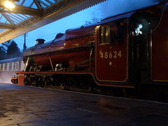 8F 48624 @ GCR (gooey_lewy) Tags: winter red london station night train track shot great central engine railway double steam locomotive preserved railways gala freight midland loughborough scotish preservation mainline 8f stanier 48624