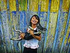 It's a dog's life... (carf) Tags: children child kid kids girl girls indigenous indígena guarani mbyá indians riobranco forsakenpeople identity brasil brazil community esperança hope social poverty impoverished underprivileged spiritual philosophy culture cultural traditions aldeia village araymã arapyau landwithoutevil yvymarãey yvymarãeỹ aldeiariobranco dog