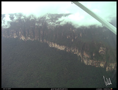 Canaima 2009 0110 (VF-travelphotography) Tags: paisajes venezuela selva bolivar places bolvar canaima fotografia aviones auyantepui gransabana postales vehiculos tepui aerea bolvar cessna208grancaravan viajeacanaima