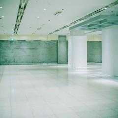 White #C (F.Suzuki) Tags: white color 120 film japan night analog mall underground tokyo shinjuku 66 negative six kowa fujicolor 66 pro400h 80mmf28 kowa6