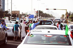 #2013 (7) (Fajer Alajmi) Tags: show red white black green cars plane war gulf 26 flag police 25 planes kuwait february feb q8  kwt      kuw              alfrsan  mseera