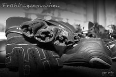 Fruhlingserwachen 1 (peter pirker) Tags: bw black training canon austria sterreich krnten carinthia strong kraft handschuhe villach schwarzweis peterfoto eos550d peterpirker