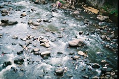 Bogor, Indonesia (kristian chen) Tags: street people slr analog 35mm canon indonesia 50mm ae1 ishootfilm analogue canonae1 bogor humaninterest fujisuperia200 superia200 filmphotography filmisnotdead