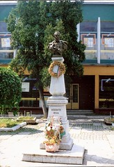 068_Tcs_1992 (emzepe) Tags: sculpture monument statue mare ukraine 1992 48 1848 szobor kirnduls ukraina lajos  kossuth nyr oblast emlkm  memlk ukrayina jlius ukrajna forradalom krptalja regiunea zakarpatska zakarpattia koszor szabadsgharc  48as emlkmve tcs   subcarpatia  tjaev szervezett krptaljai tyacsiv tiachiv e tyacsev taov teceu
