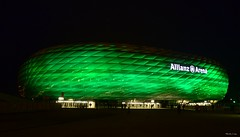 Allianz-Arena am Abend des St Patrick´s Days - 17.03.2013 (Herby Crus) Tags: blue people building green monument beautiful sport architecture night germany münchen bayern bavaria football eyes scenery colours soccer monaco arena sight munic allianzarena baviera sehenswürdigkeit fusball munique instantfave photographyrocks freistaatbayern munichnight wetraveltheworld theperfectphotographer journalistchronicles