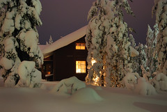 Una casa nel bosco (Fabio Bianchi 83) Tags: wood winter light house snow night forest suomi finland dark casa europa europe rovaniemi eu lapland neve scandinavia inverno notte europeanunion luce ue sera finlandia buio bosco foresta lapponia ounasvaara unioneeuropea