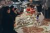 VENTA DE PESCADO EN EL MERCADO DE LA BOQUERIA (Manel Armengol C.) Tags: barcelona españa food fish spain mercadomunicipal catalunya pescado 90s cataluña venda comercio mercatdelaboqueria alimentacion peix alimentación mercadodelaboqueria mercatdesantjosep alimentació peixateria comerç barcelonacatalunya frutosdelmar mercatmunicipal pescateria