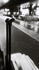 Stazione Termini-Roma. (vedoilmondocosi) Tags: stazione station termini roma rome sera evening blackandwhite biancoenero bn bw agosto 2016 partenze arrivi treni viaggiare capitale italia italy