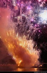 Fireworks, Museumsuferfest, Frankfurt, Germany (JH_1982) Tags: firework fireworks feuerwerk fuegos artificiales feu dartifice fuochi dartificio vuurwerk фейерверк 花火 불꽃놀이 havai fişek sztuczne ognie fogos de artifício ألعاب نارية pháo hoa kembang api bunga ohňostroj fyrverkeri आतिशबाजी ดอกไม้ไฟ феєрверк artificii museumsuferfest main mainkai sky glow spark sparks explosion explosions color colour colors colours colourful colorful frankfurt frankfurter francfort fráncfort francoforte meno 美因河畔法兰克福 フランクフルト フランクフルト・アム・マイン франкфурт hessen hesse germany deutschland allemagne alemania germania 德国 ドイツ 독일 германия