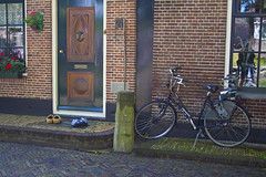 Clogs and cycle, Edam (kiwisteve1) Tags: dutch netherlands holland clogs bicycle cycle