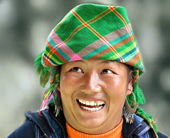 Black Hmong (Linda DV) Tags: street travel portrait people face canon geotagged asia southeastasia candid culture vietnam clothes ethnic minority sapa hmong laocai 2012 ethnology blackhmong ethnicminority travelphotography travelportrait minoritéethnique laocaiprovince minorité ethnischeminderheid minderheid lindadevolder powershotsx40
