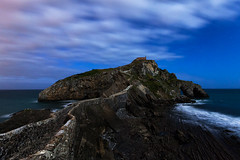 Gaztelugache (raul_lg) Tags: sea sky españa seascape night canon faro mar spain luna bilbao cielo nocturna paisvasco largaexposicion gaztelugache canon1635 raullg