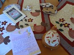 Trocona que recebi da Jaque (Artes da Zecota) (Paty Patch) Tags: patchwork galinhas 280213