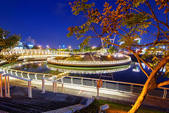 - Heart of Love River Park - Kaohsiung - Taiwan (urbaguilera) Tags: park city blue urban color tree love beautiful beauty night photoshop river design nikon riverside daniel taiwan ciudad tokina software hour kaohsiung nik urbano  diseo belleza aguilera           republicofchina cs6  d5000 1116mm urbaguilera