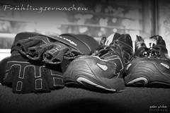 Frühlingserwachen 2 (peter pirker) Tags: bw black training canon austria österreich kärnten carinthia strong kraft handschuhe villach schwarzweis peterfoto eos550d peterpirker