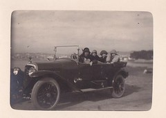 familiale (desfemmesetdesvoitures@yahoo.fr) Tags: auto old bw woman cars car lady vintage photo mujer women automobile noir photos femme 1940 machine voiture nb retro coche 1970 frau dame 1980 et fille blanc 1950 coches filles 1920 coup femmes dona voitures argentique 1930 ancienne roadster 1960 cabriolet dames anciennes wagen machina rtro brautjungfern desfemmesetdesvoitures httpwwwflickrcomphotos93327552n06details1