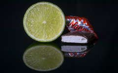 Macro Mondays - Opposites, sour & sweet (stefanfricke) Tags: lime limette nappo sweet sour opposites macromondays macro sony ilce6000 a6000 reflection