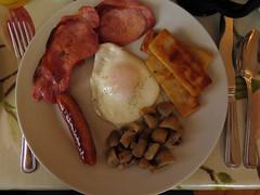 Full Irish breakfast of mushrooms, sausage, gammon, eggs, and potato in our Ballycastle B&B, Ireland, UK (albatz) Tags: fullirish breakfast mushrooms sausage gammon eggs ballycastle bb ireland uk