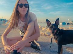 Early morning (lilcris) Tags: amanecer alicante perro pinscher miniaturepinscher minpin minipin pinscherminiatura dog sol sunnyday bluesky sunrise sun portrait retrato playa puerto