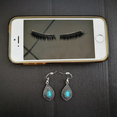 What are teenage girls made of? #iphone5s #falselashes #girlthings #thingsisee