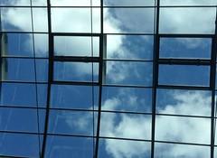 Blue Sky for Lunch (Sockenhummel) Tags: himmel sky wolken clouds blue azur steglitz boulevard shoppingmall einkaufszentrum schlosstrasse einkaufcenter dach