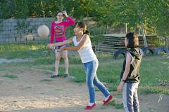 IMGP0356 (Henk de Regt) Tags: mongolië mongolia mohron mce buhug vrijwilligers volunteers children kinderen school sport games fun waterfight slangenmens contortionist summercamp
