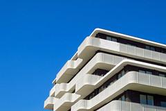Windkracht 9 (Matthijs Borghgraef | Kwikzilver) Tags: matthijsborghgraef kwikzilver amsterdam oost modern architecture building detail facade white balconies blue sky dutch netherlands city urban