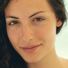 Albicocca (R.o.b.e.r.t.o.) Tags: portrait primissimopiano ritratto sorriso smile eyes occhi sguardo modella ragazza model girl apricot francesca primopiano
