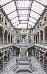 Palace Of Justice Vienna (C_MC_FL) Tags: palaceofjustice indoor symmetry symmetrie symmetrisch person stairs architecture building hall canon eos 60d sigma 1020mm 35 woman justizpalast innenaufnahme stufen treppen halle architektur gebude fotografie photography statue