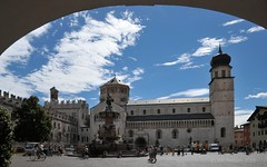 Piazza del Duomo Trento Italy (Vee living life to the full) Tags: trento italy streets shopping coffee cattedraledisanvirgilio nikond300 fountain ladies leger monuments postcards ancientdoor